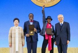第3回鮮鶴平和賞授賞式の受賞者記念写真|世界平和統一家庭連合News Online