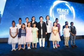 希望前進大会(米カリフォルニア州)で韓鶴子総裁と記念写真|世界平和統一家庭連合News Online