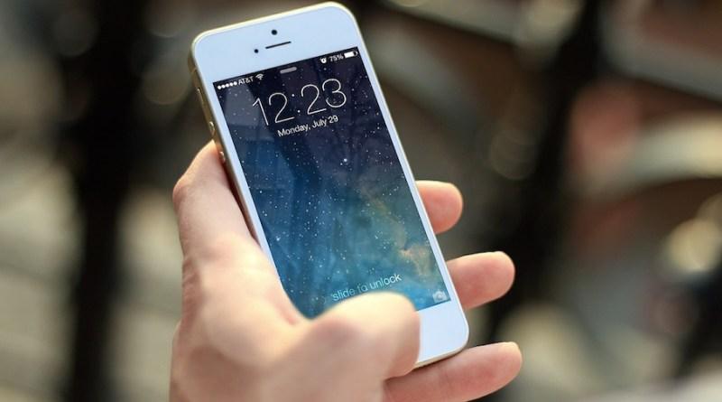 iphone-social-media-wifi