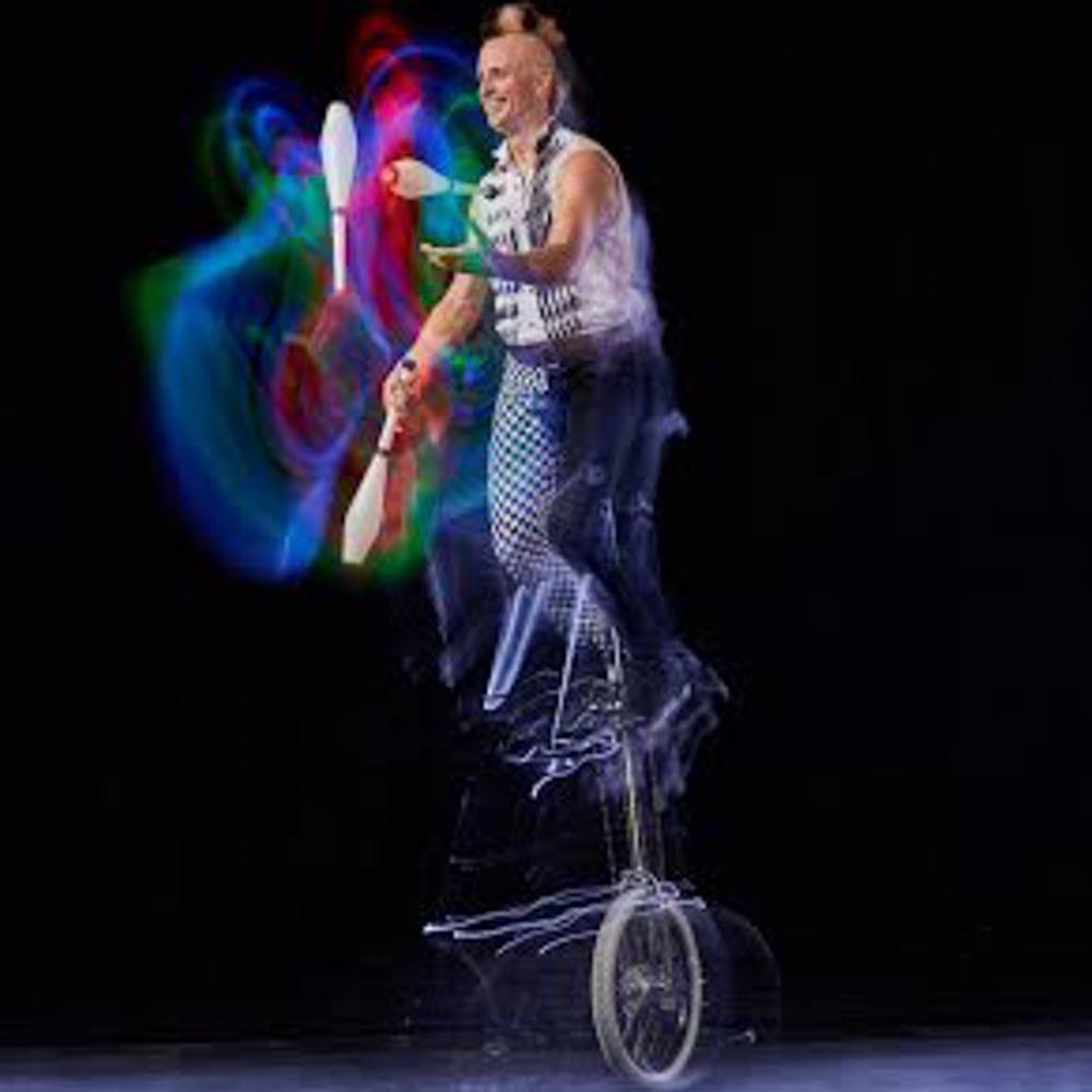 Unicycling-juggler-Los-Angeles