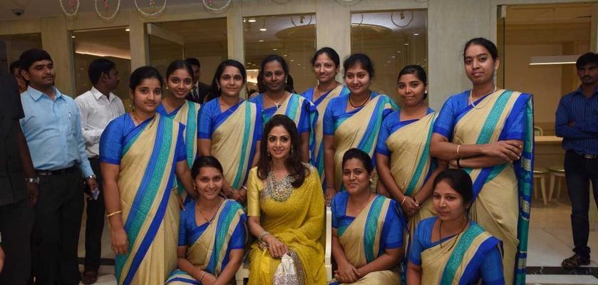 Jewellery-Showroom-Staff-Wearing-Uniform-Sarees-Posing-With-Bollywood-Star-Sridevi