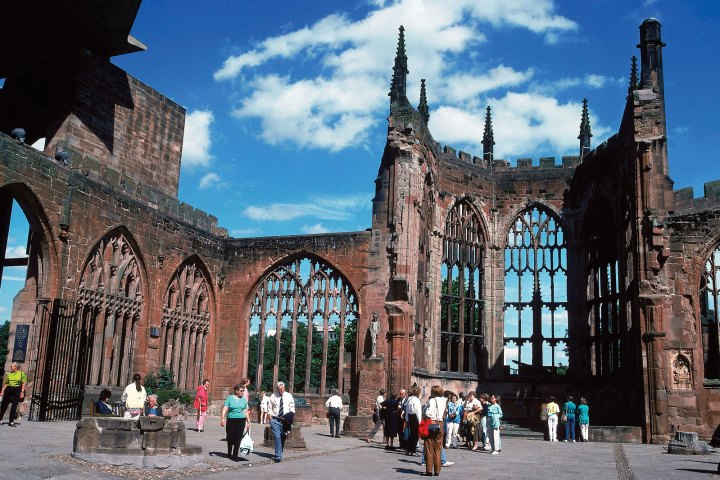 ruins-St-Michaels-Cathedral-Coventry-Eng-West.jpg