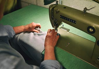 Service de couture chez Unigraph Média