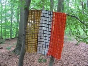 3 Schals im Wald