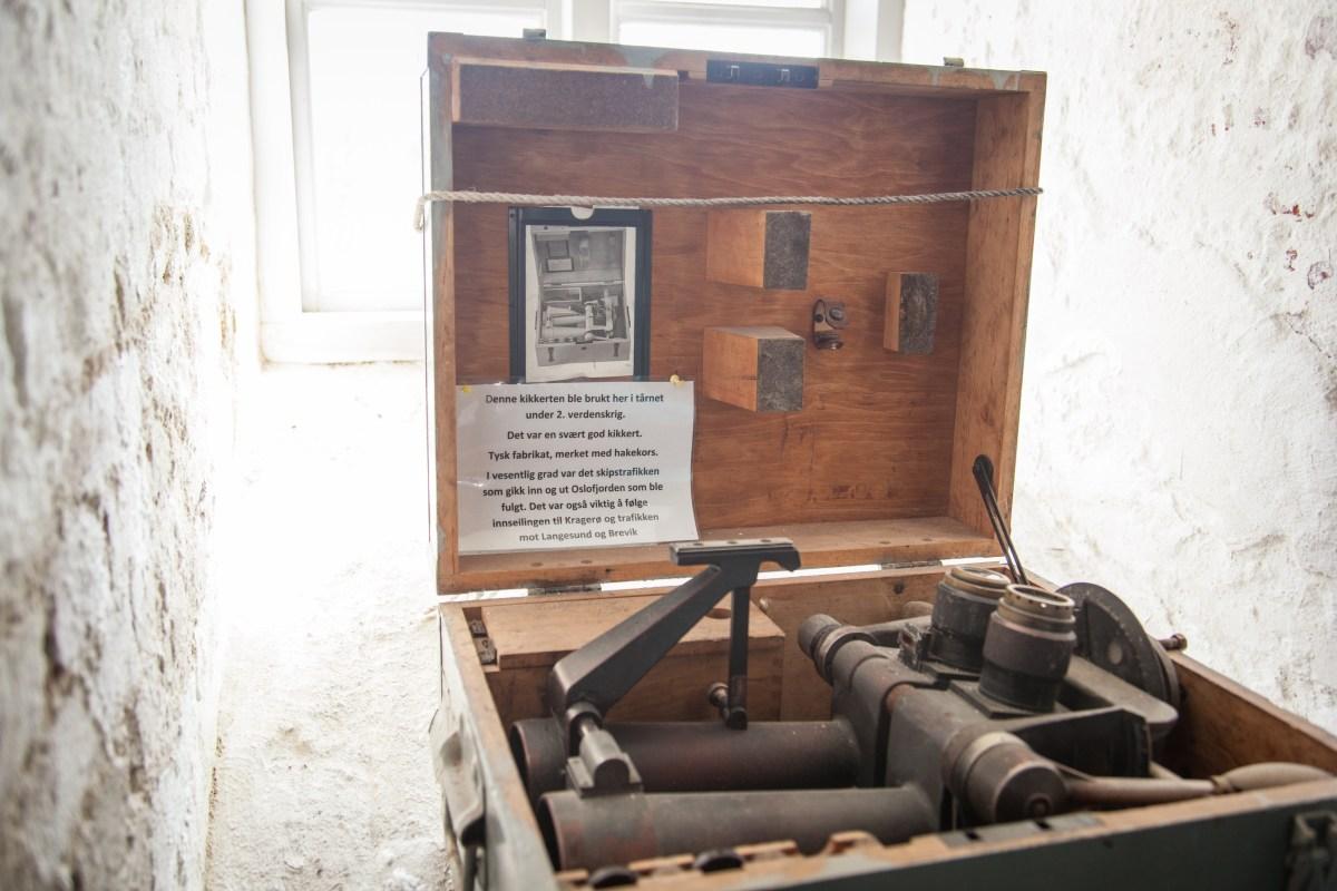 Kikkert på fyrmuseet på Jomfruland. Foto: Cecilie Moestue/unikesteder.no
