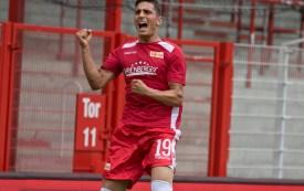 Kreilach celebrates his goal