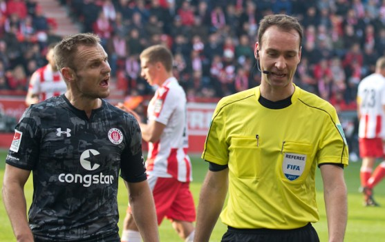 St. Pauli not happy with the referee in the first half