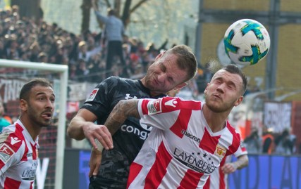 Hartel fights for the ball