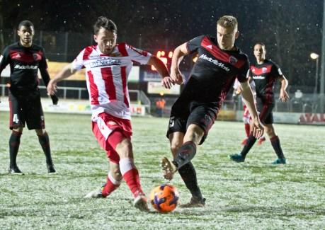 Kurzweg fights for the ball