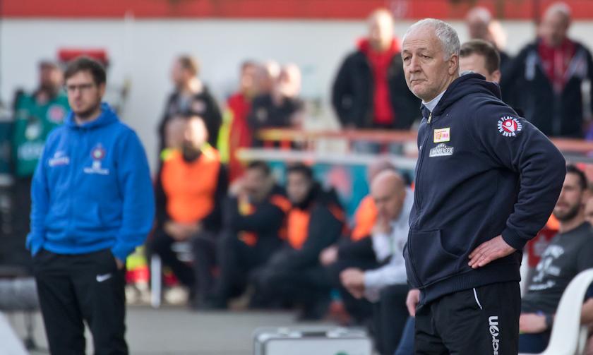 Hofschneider on the sideline