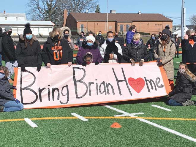 Community comes out in support of missing Linden middle school teacher