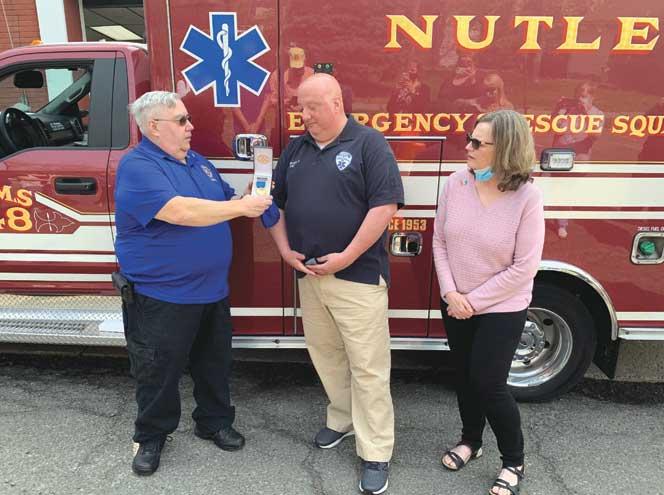 Off-duty EMS supervisor saves burn victim from apartment blaze