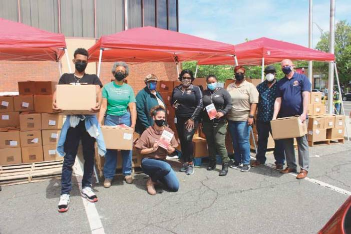 Roselle distributes 700 boxes of food to residents