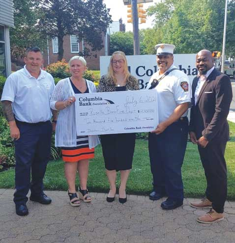 Bank donates $2,500 as a 'thank you' to Roselle firefighters