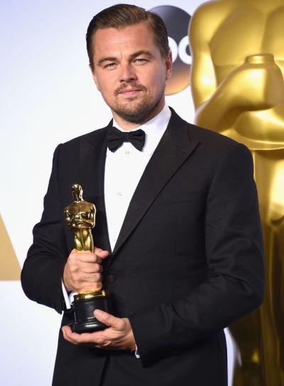 Hrdý držiteľ Oscara Leonardo DiCaprio (Foto: mirror.co.uk)