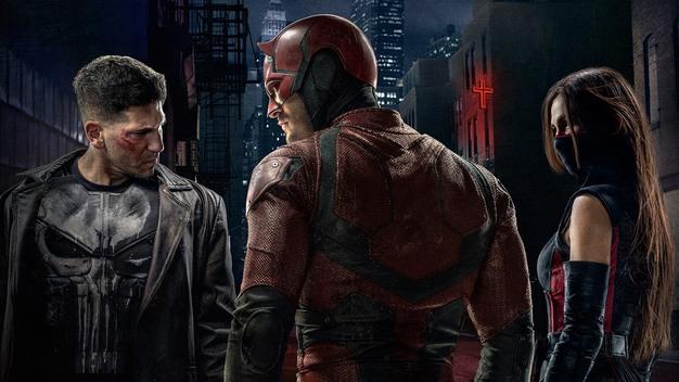 Hlavné trio druhej série – zľava Punisher, Daredevil a Elektra (Foto: marvel.com)
