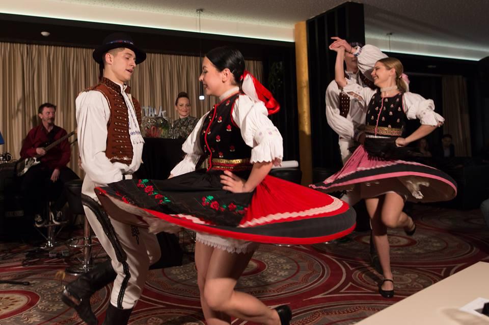 Šarišan obohatil program o svoje spevácke a tanečné vystúpenia (Foto: Matúš Maťufka)