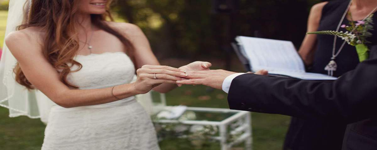 7 TIPS TO WRITE YOUR OWN WEDDING VOWS