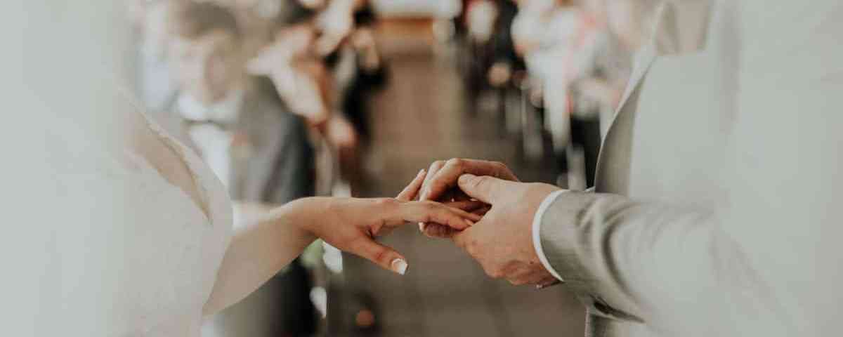 Officiant de Mariage Laïque ou Officiant de Mariage Laïc ?