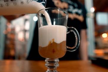 Melhor método de fazer leite cremoso para o drink mocha