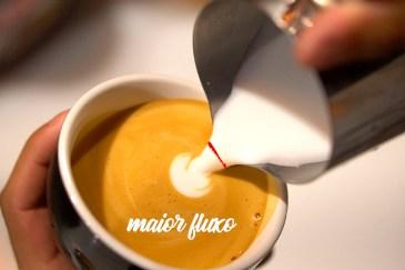 Maior fluxo de saída de leite vaporizado no latte art
