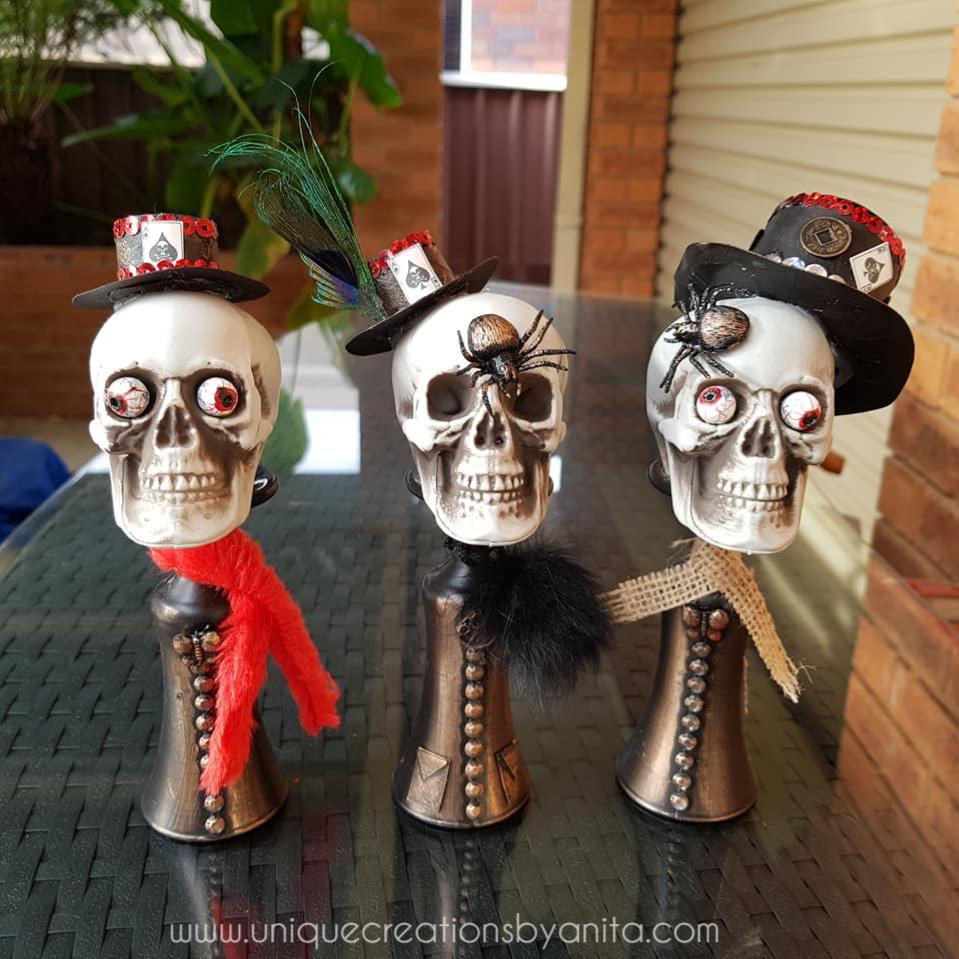 Skulls in top hats Halloween decoration