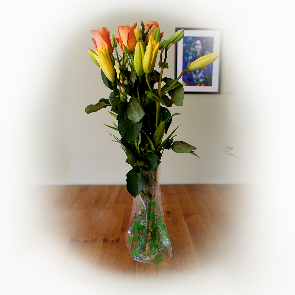 Plastic vase with flowers - artnomore.co.uk gift shop