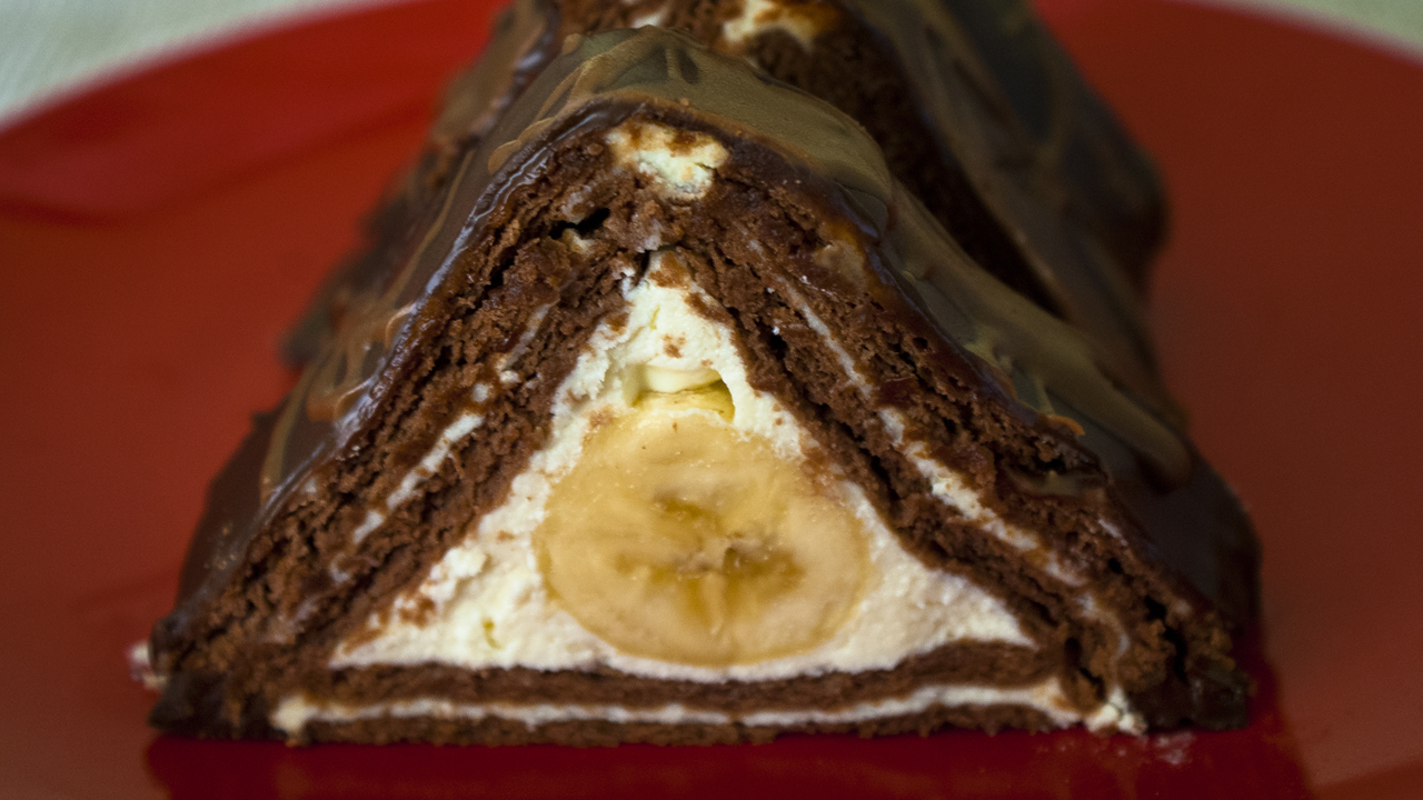 biscuit-pyramid- cake-with-banana
