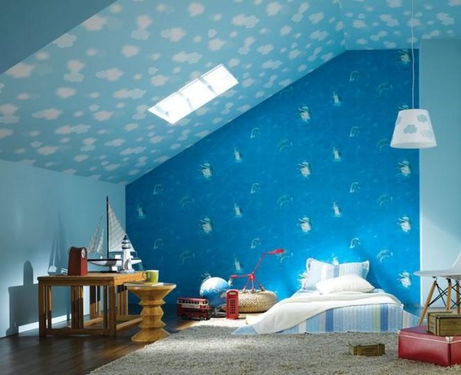 狭い子供部屋も青空の壁と天井で広々