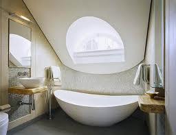 景色がよく見えるバスルーム