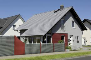 fence louvre light grey with red panels