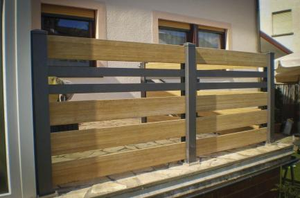 fence wood panels and grey rhombus with spacers