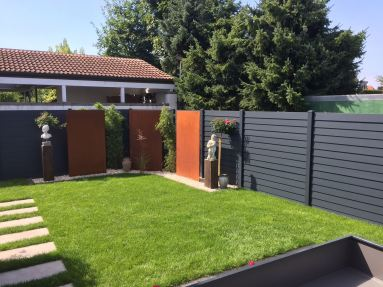 fence louvre dark grey with wooden panels in front