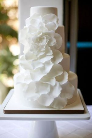 White on White Magnolia Cake – spotted on Pinterest
