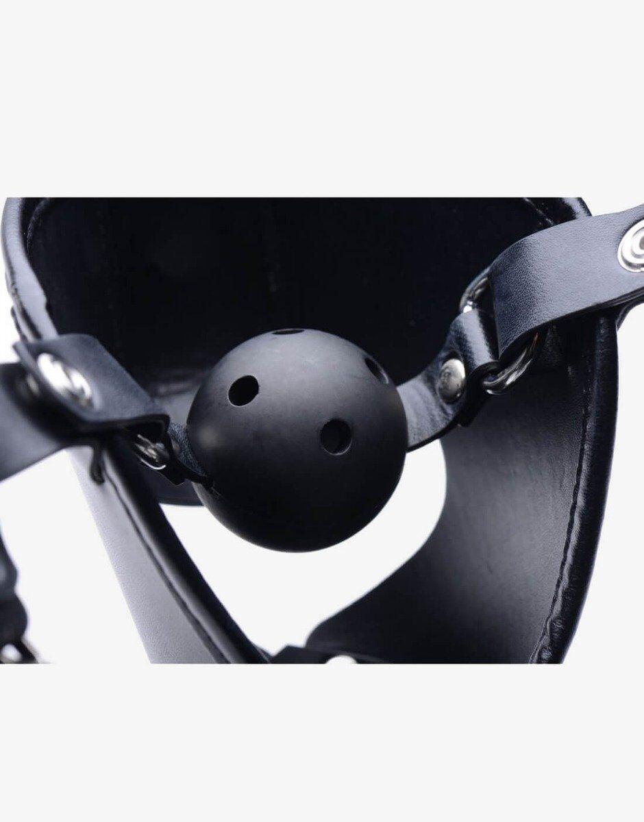 Det hule ball gag på pup puppy play masken sikrer en god vejrtrækning samt en pirrende og ydmygende savle effekt