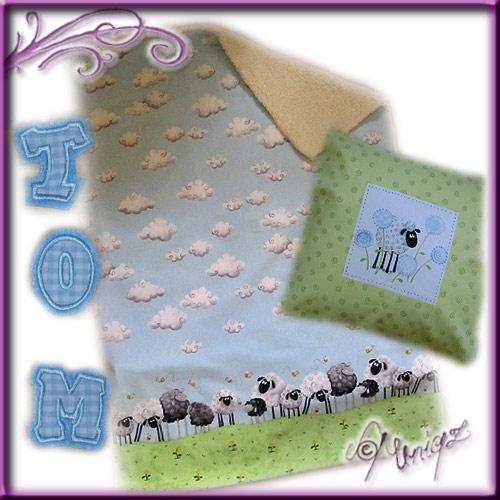 Materialpackung - Babydecke SCHAFE mit fertig gestickten Buchstaben