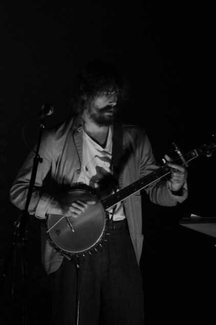 Johnny Borrell au Théâtre de Paris, le 9 juillet 2014. (photo : Coralie Houillon)