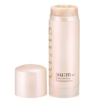 The travel-friendly SU:M37 Miracle Rose Cleansing Stick has a pH of 5.5 and is derived from over 90% natural ingredients. It also has an authentic rose smell and contains tiny pieces of actual rose petals to gently exfoliate.