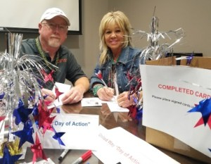 DFW Airport employees sign cards for MOW client veterans-392x304