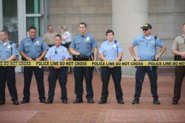 Courthouse_police_line_Ferguson.0.0 (1)