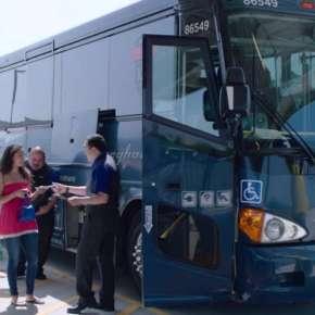 """Greyhound seguirá permitiendo que """"La Migra"""" revise autobuses y pida papeles"""