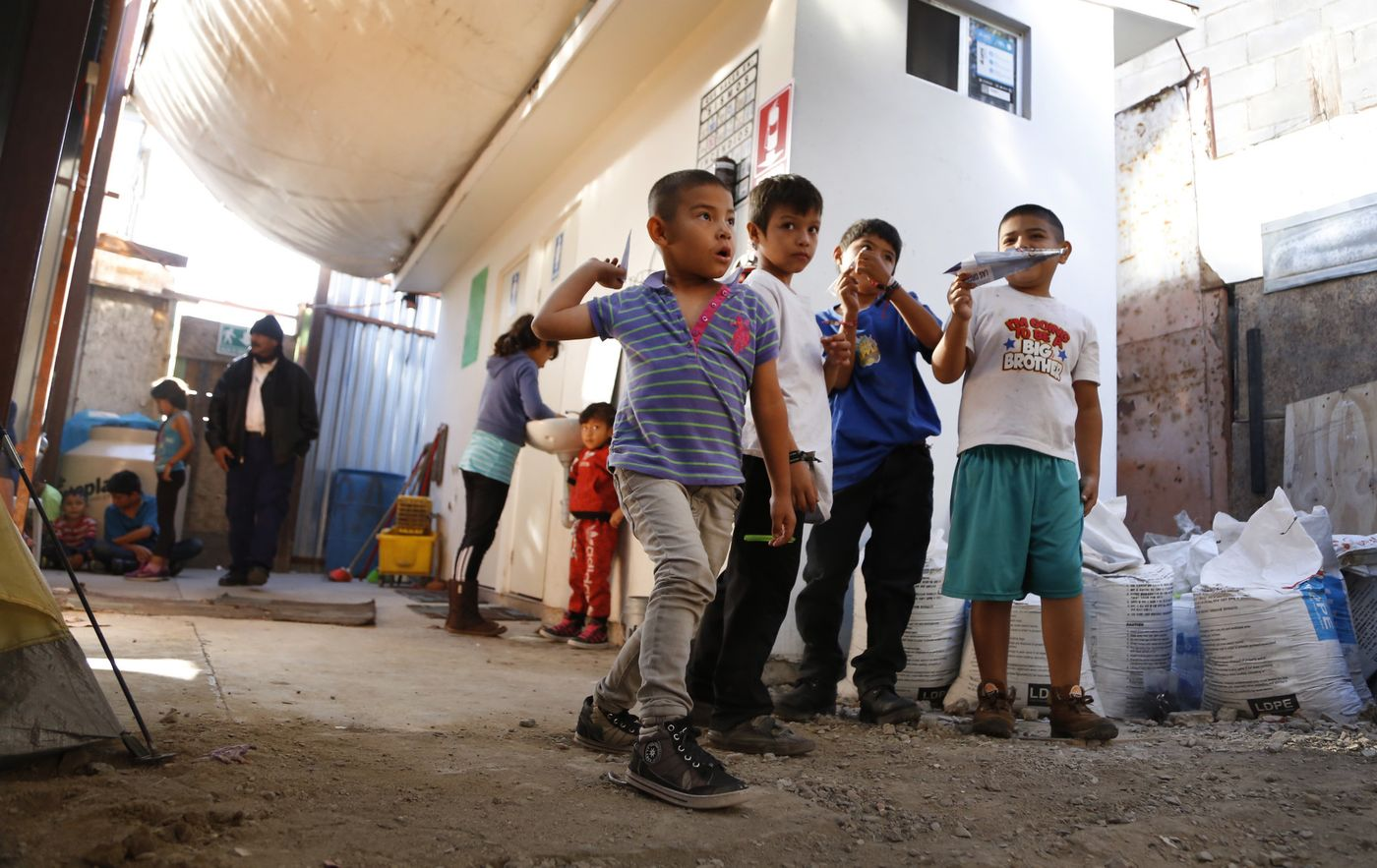 sd-tijuana-shelter-20181020-008.jpg