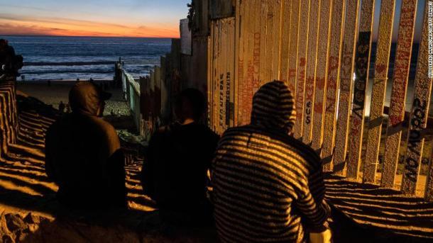 181115114316-09-migrants-tijuana-1114-exlarge-169.jpg