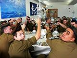 soldiers_seder_pessah