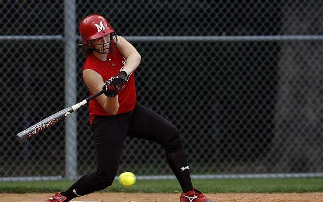 softball-batter-swinging-female