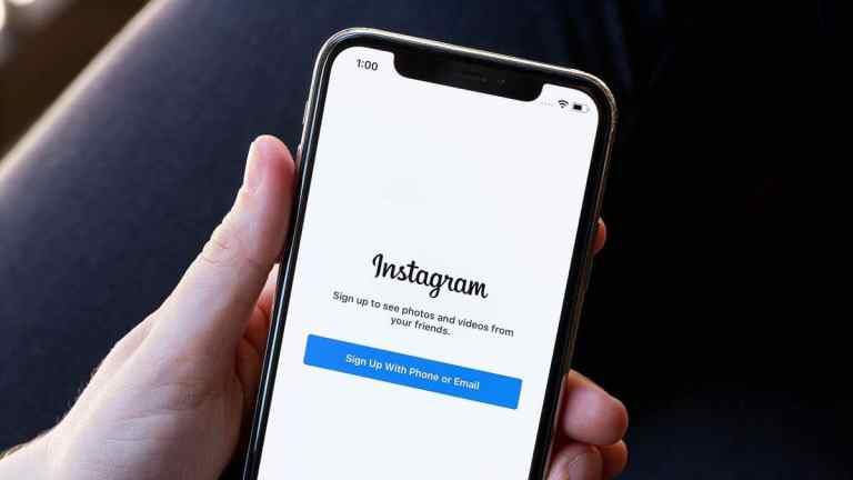 It is not just you ! Instagram app is NOT working anymore