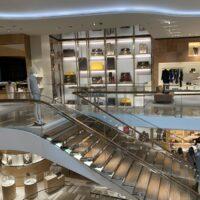 luxury shopping photo-1596983794513-882a6de015d2