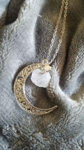 Collier Lune avec pierre semi-précieuse photo review