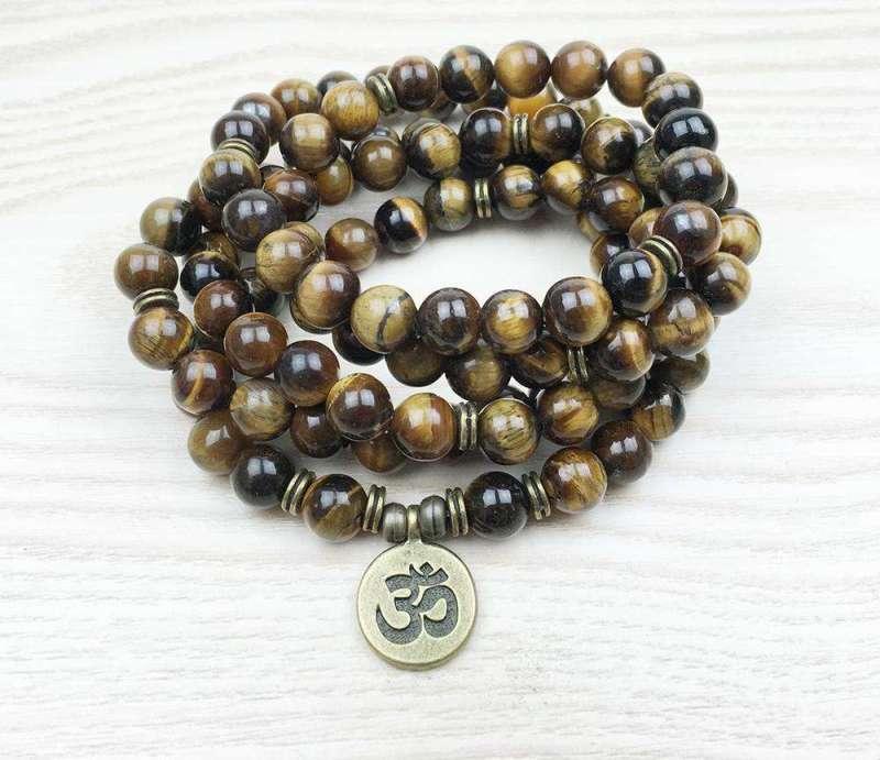 "Bracelet Mala ""Om"" de 108 perles en Oeil de Tigre - L'univers-karma"