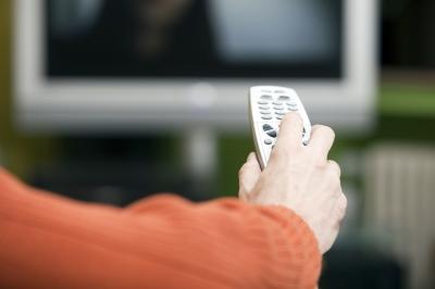 Immer noch Leitmedium Nummer 1: Fernsehen. Das Netz holt allerdings stark auf. (Foto: Rolf van Melis/pixelio.de)
